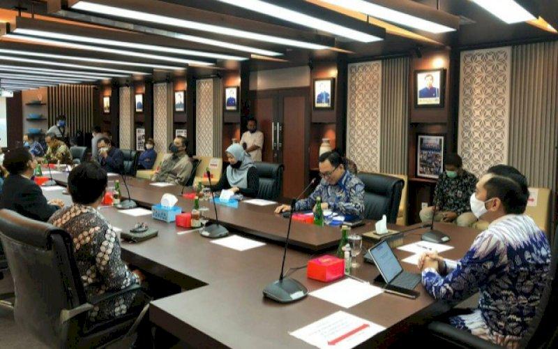 AUDIENSI. Ketua Fraksi Partai Demokrat (FPD), Edhie Baskoro Yudhoyono saat menerima rombongan Ikatan Dokter Indonesia (IDI) di ruang rapat FPD Gedung Nusantara Lt 9, Senayan, Jakarta, Jumat (10/6/2020). foto: istimewa