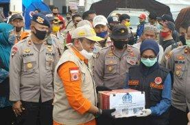 Danyon C Dampingi Bupati Bone Distribusikan Bantuan di Luwu Utara