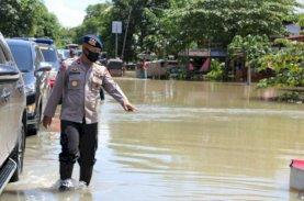 Bone Dilanda Banjir, Danyon C Pelopor Salurkan Bantuan