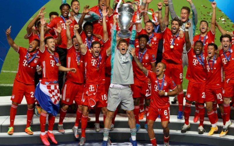 PESTA JUARA. Bayern Munich meraih trofi Liga Champions dengan rekor 100 persen kemenangan termasuk mengalahkan Paris Saint-Germain 1-0 pada babak final yang berlangsung di Estadio da Luz, Lisbon, Portugal, Senin (24/8/2020) dini hari WITA. foto: twitter @ChampionsLeague