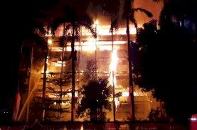 Polisi Olah TKP Kebakaran Gedung Kejaksaan Agung