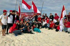 Gusung Tallasa Community Pemancangan Bendera di Bawah Laut