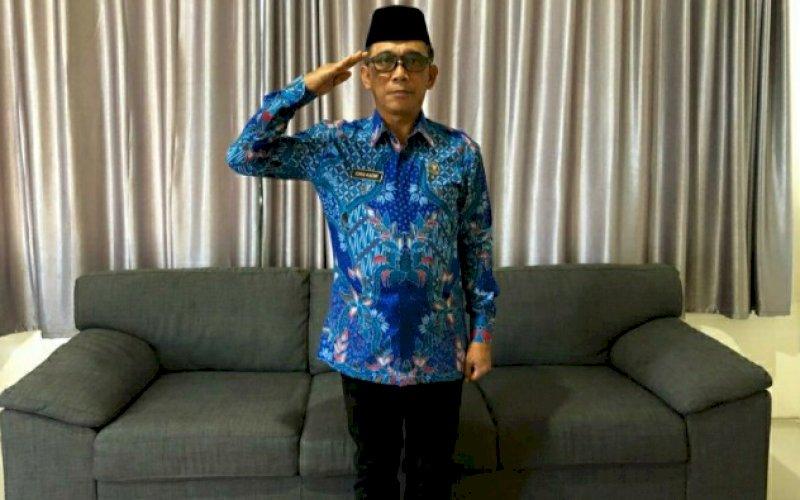 PENGHORMATAN. Kepala BNNP Sulsel, Brigjen Pol Drs Idris Kadir SH MHum melakukan penghormatan pada upacara peringatan HUT Kemerdekaan Republik Indonesia ke-75 di lingkup BNNP Sulsel secara virtual, Senin (17/8/2020). foto: istimewa