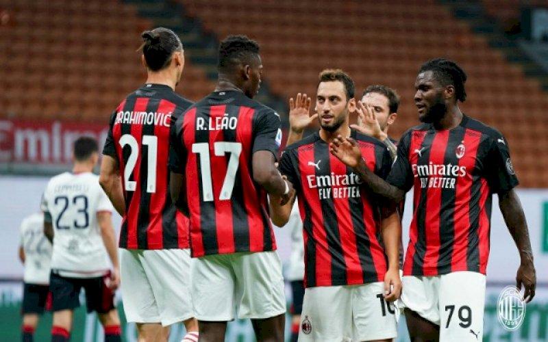 SELEBRASI. Pemain AC Milan merayakan kemenangan 3-0 atas Cagliari di Stadion San Siro, Minggu (2/8/2020) dini hari WITA. foto: twitter @acmilan