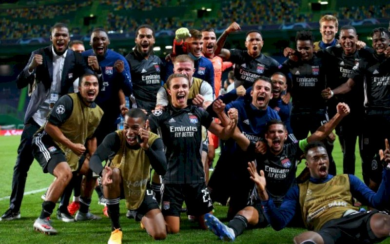 RAYAKAN KEMENANGAN. Pemain Olympique Lyon merayakan kemenangan usai menghempaskan Manchester City 3-1 dalam perempatfinal Liga Champions di Estadio Jose Alvalade, Lisbon, Portugal, Minggu (16/8/2020) dini hari WITA. foto: twitter @ChampionsLeague