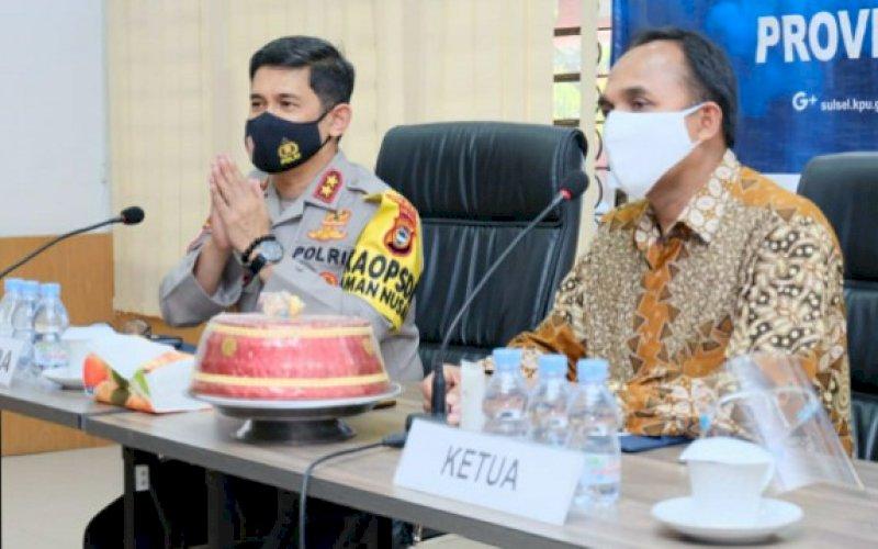 SILATURAHMI. Ketua KPU Sulsel Faisal Amir menyambut Kapolda Sulsel Irjen Pol Merdisyam di Aula Kantor KPU Sulsel, Selasa (8/9/2020). foto: istimewa