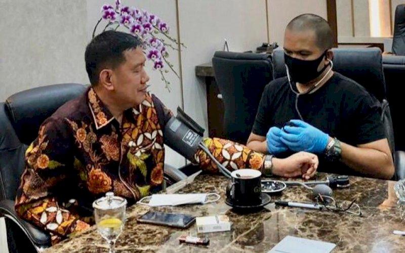 Penulis bersama Direktur Utama PT Pegadaian Kuswiyoto. foto: istimewa