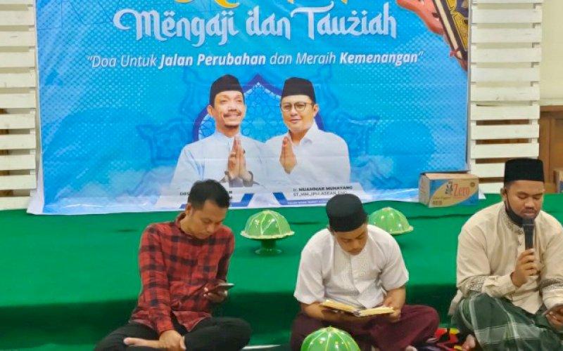 RAMAH MENGAJI. Pasangan calon Bupati dan Wakil Bupati Pangkep, Rahman Assagaf-Muammar Muhayang (RAMAH) mengadakan pengajian dan tausiyah di Rumah Rakyat RAMAH di Pangkep, Kamis (24/9/2020) malam. foto: istimewa
