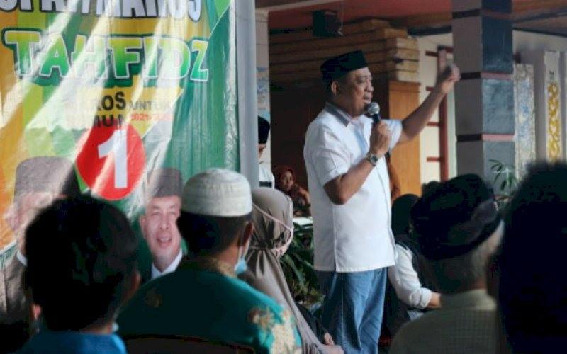 PENGUKUHAN. Calon Bupati Maros, Andi Tajerimin pada acara pengukuhan Tim Relawan Mamminasata di Kecamatan Simbang, Maros, Jumat (9/10/2020). foto: istimewa