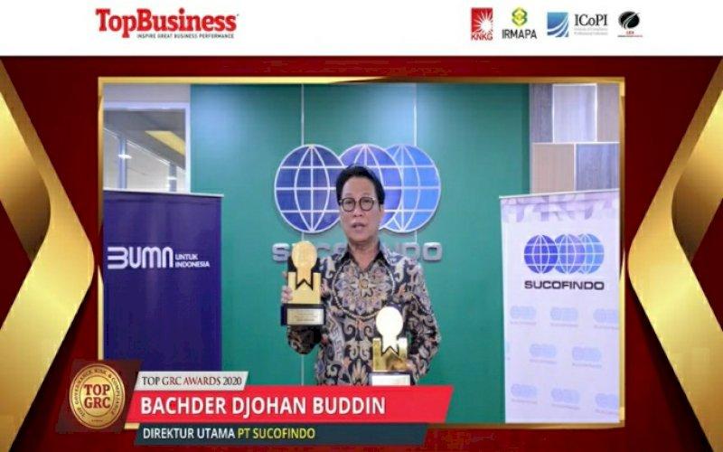 PENGHARGAAN. Direktur Utama PT Sucofindo, Bachder DjohanBuddin, meraih dua penghargaan dalam ajang Top GRC Awarda 2020 sebagai Top GRC 2020 #4 Stars danMost Committed GRC Leader 2020 yang diberikan dalam acaraTop GRC Awarda 2020 yang dilaksanakan secara daring, Kamis(15/10/2020). foto: istimewa