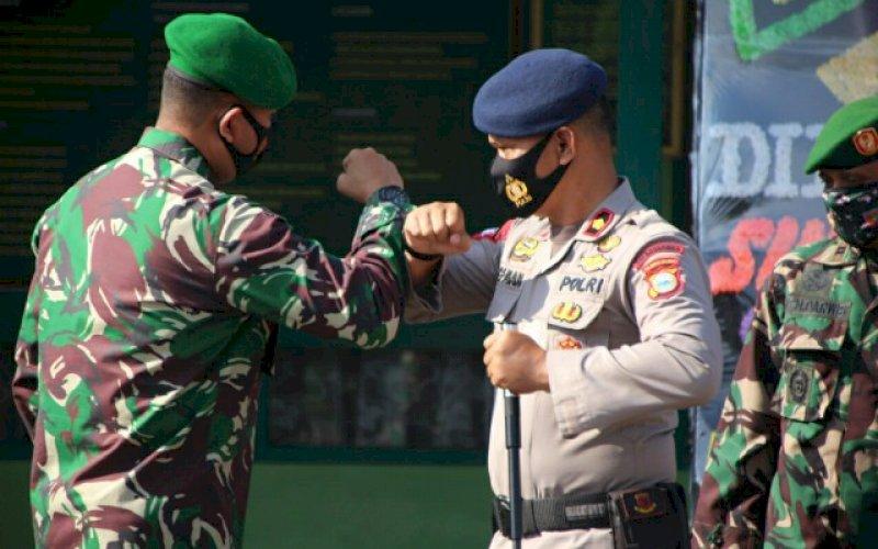 KEJUTAN. Danyon C Pelopor Satbrimob Polda Sulsel, Kompol Nur Ichsan, pemberian kejutan pada HUT TNI ke-75 tahun, Senin (5/10/2020). foto: istimewa