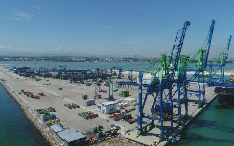 MNP. Suasana aktivitas di Makassar New Port (MNP). Jalan tol yang menjadi akses masuk ke MNP diharapkan menjadi pilot project di Indonesia. foto: istimewa
