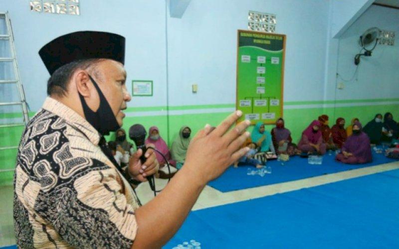SOSIALISASI. Ketua Tim Pemenangan Keluarga Tahfidz, Nurhasan, memaparkan program Tahfidz di hadapan anggota Kerukunan Jawa Putra. foto: istimewa