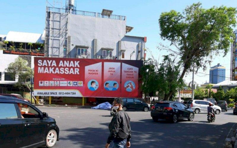 REKLAME. Reklame bertuliskan imbauan protokol kesehatan Covid-19 yang terpasang Karunrung, Kota Makassar. Bapenda Makassar menilainya sebagai iklan komersial. foto: istimewa
