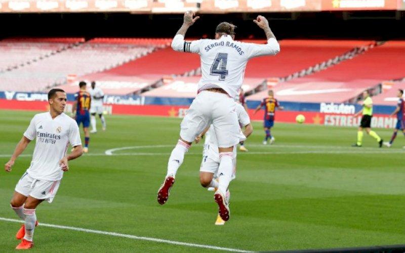 SELEBRASI. Kapten Real Madrid, Sergio Ramos, melakukan selebrasi usai mencetak gol pada laga El Clasico melawan Barcelona di Camp Nou, Sabtu (24/10/2020) malam WITA. foto: istimewa