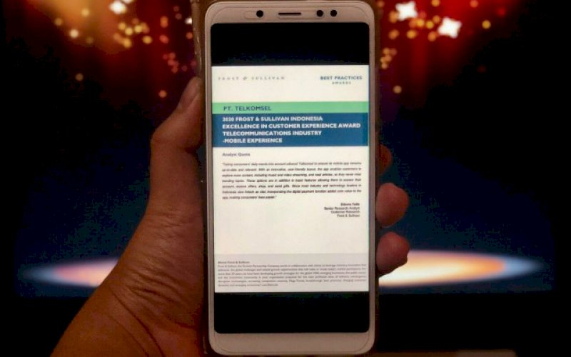 PENGHARGAAN. Telkomsel berhasil mendapatkan dua penghargaan sekaligus yaitu predikat 'Best in Mobile Experience' dan 'Best in Net Promoter Score' dalam program 2020 Excellence in Customer Experience yang diselenggarakan oleh Frost & Sullivan. foto: istimewa