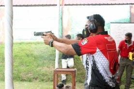 Adeni Muhan Juara I Menembak HUT Brimob Ke-75