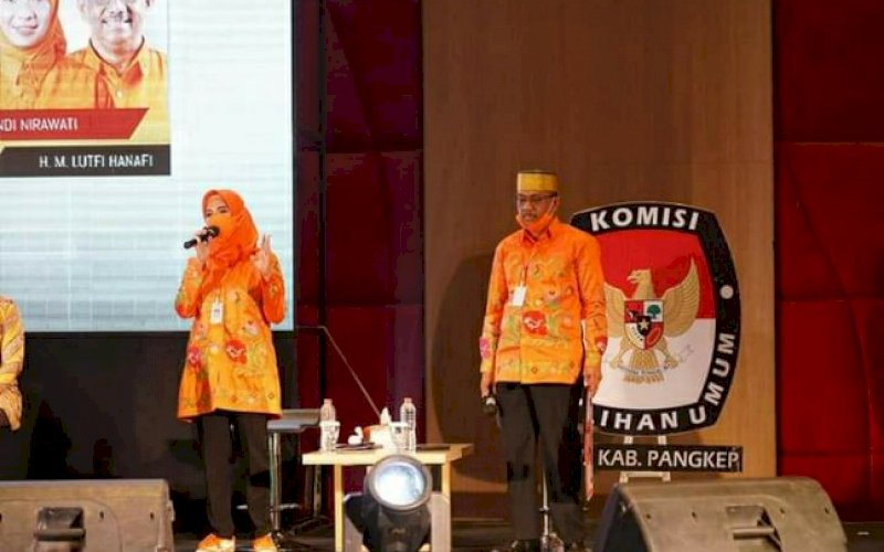 DEBAT. Pasangan calon Bupati dan Wakil Bupati Pangkep, Andi Nirawati-Lutfi Hanafi (Anir-Lutfi), pada debat publik Pilkada Pangkep yang berlangsung di Hotel Gammara, Kota Makassar, Minggu (1/11/2020). foto: istimewa