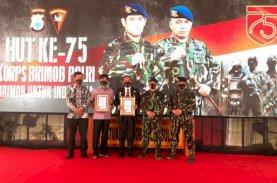 Bupati Luwu dan Andi Rahmat Terima Penghargaan dari Kapolda Sulsel