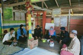 Brimob Bersama Mahasiswa IAIN Bone Sambangi Anak-anak di Pedesaan