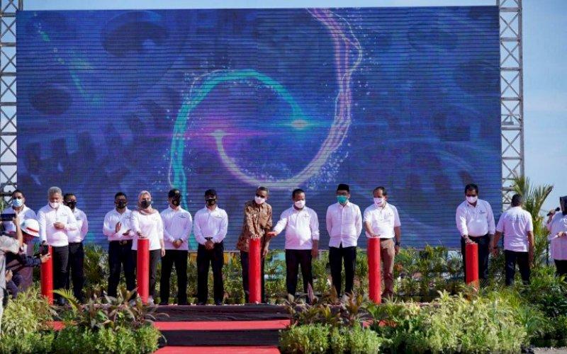 GROUNDBREAKING. Gubernur Sulsel, HM Nurdin Abdullah bersama Forkopimda Sulsel, secara resmi melakukan groundbreaking pembangunan Gedung Twin Tower di Kawasan Center Point of Indonesia (CPI), Sabtu (7/11/2020). foto: istimewa