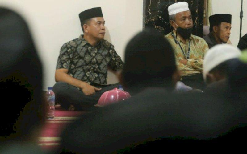 ACARA MAULID. Havid S Fasha memenuhi undangan Maulid warga Kelurahan Baju Bodoa, Kecamatan Maros Baru, Rabu (11/11/2020), malam tadi. foto: istimewa