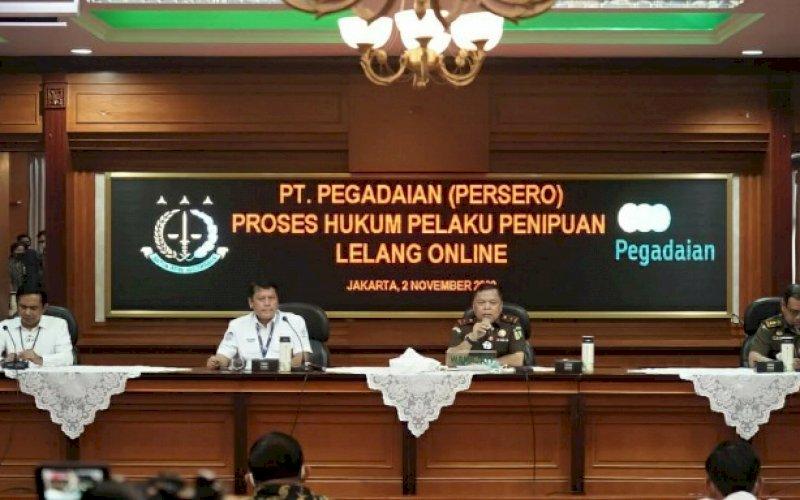 BERI KETERANGAN. Perwakilan Pegadaian bersama Kejaksaan Tinggi DKI Jakarta saat melakukan konferensi pers di Kejaksaan Tinggi DKI Jakarta, Senin (2/11/2020). foto: istimewa