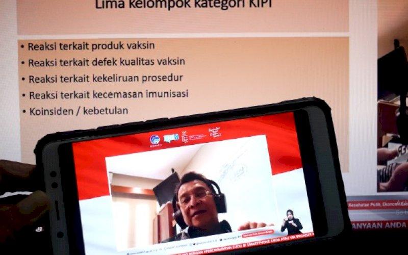 PEMAPARAN. Ketua Komnas Kejadian Ikutan Pasca Imunisasi (KIPI), Prof Dr dr Hindra Irawan Satari SpA(K) MTropPaed, memberikan paparan dalam dialog bertema Keamanan Vaksin dan Menjawab KIPI di Jakarta, Kamis (19/11/2020). foto: istimewa