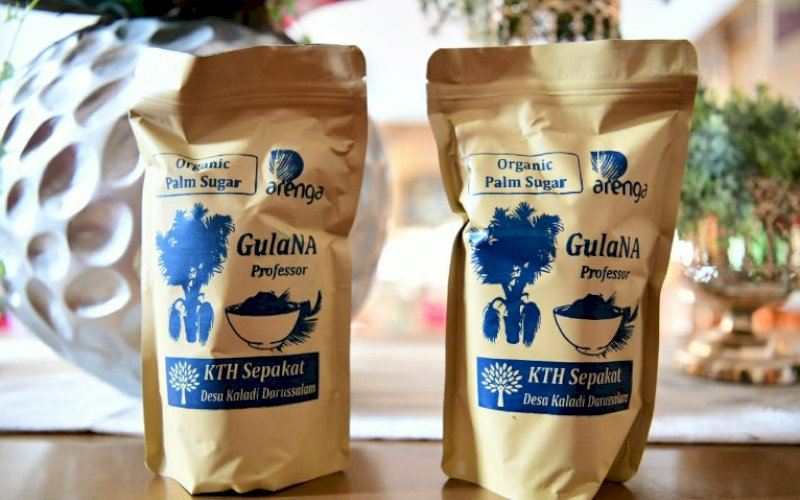 GULA. Kemasan gula semut dengan merek GulaNA Professor yang diproduksi di Desa Kaladi, Kecamatan Suli Barat, Kabupaten Luwu. foto: istimewa