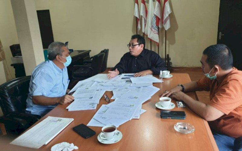 SILATURAHMI. Ketua Kopsa-M Dr Anthony Hamzah saat menemui Ketua Umum SMSI Pusat Firdaus. foto: istimewa