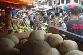 Ratusan Pedagang Pasar Terong Ditertibkan