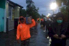 Relawan Danny-Fatma Turun Bantu Korban Banjir di Manggala