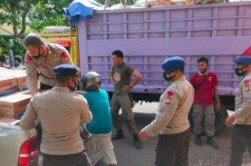 Bantuan Kemanusiaan Korban Gempa Sulbar Membludak di Lapangan Merdeka, Ini yang Dilakukan Brimob Bone