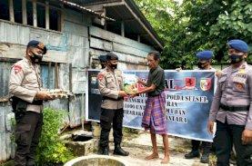 Brimob Bone Salurkan Bantuan Sembako kepada Warga Kurang Mampu