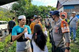 Gerak Cepat Patroli Brimob Sulsel Redam Pertikaian Warga di Tenda Pengungsian