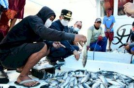Gubernur Sulsel Dengar Keluhan Nelayan di Bone