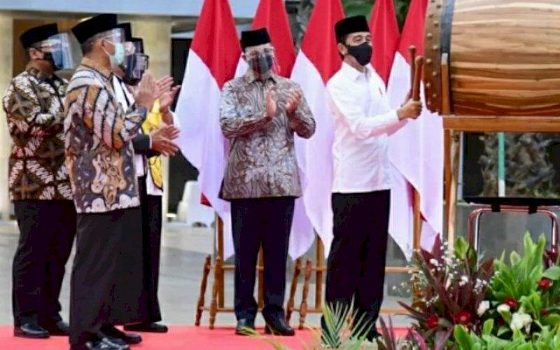 PERESMIAN. Presiden Joko Widodo meresmikan langsung selesainya renovasi masjid tersebut, di halaman Masjid Istiqlal, Jakarta, Kamis (7/1/2021). foto: bpmi setpres