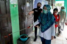 Kasus Covid-19 Tinggi, Rektor UIM Pimpin Penyemprotan Disinfektan