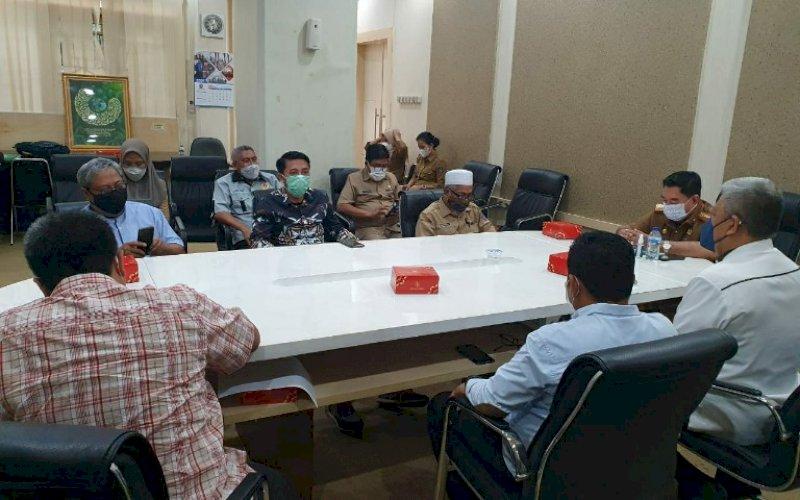 PIMPIN RAPAT. Sekda Provinsi Sulsel, Abdul Hayat Gani, memimpin rapat dalam rangka persiapan PON XX, yang akan diselenggarakan di Papua, Selasa (9/2/2021). foto: humas pemprov sulsel