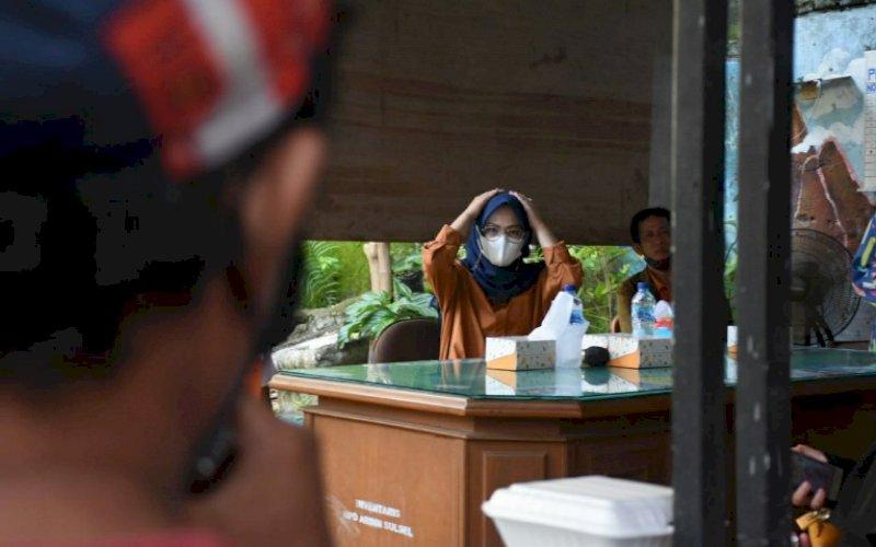 RESES. Anggota DPRD Provinsi Sulsel, Andi Rachmatika Dewi, saat menggelar reses masa persidangan II tahun anggaran 2020-2021 di Jl Merak, Kota Makassar, Rabu (10/2/2021). foto: istimewa