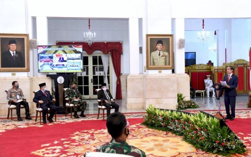 BERI ARAHAN. Presiden Joko Widodo memberikan arahan dalam Rapat Pimpinan TNI dan Polri Tahun 2021 di Istana Negara, Jakarta, Senin (15/2/2021). foto: bpmi setpres