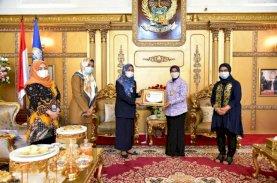 Lies F Nurdin Dianugerahi Penghargaan dari BKKBN