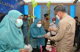 Gubernur-PKK Sulsel Bagikan 1.000 Bibit Mangrove di Galesong