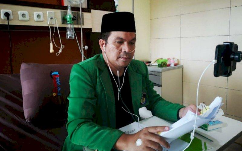 UJIAN. Dr Wachyudi Muchsin SH mengukuti ujian program Magister Kesehatan Pascasarjana (S2) Universitas Muslim Indonesia (UMI) Makassar via Zoom meeting di PCC RSUP Dr Wahidin Sudirohusodo Makassar, Kamis (4/2/2021). foto: istimewa