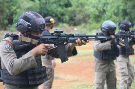 Danyon Brimob Bone Pimpin Anggota Latihan Menembak
