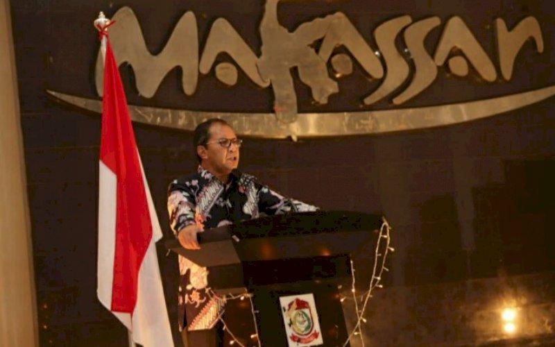 BERI ARAHAN. Wali Kota Makassar, Moh Ramdhan Pomanto, memberikan arahan pada peringatan Earth Hour di Baruga Anging Mammiri Rujab Wali Kota Makassar, Sabtu (27/3/2021). foto: humas pemkot makassar