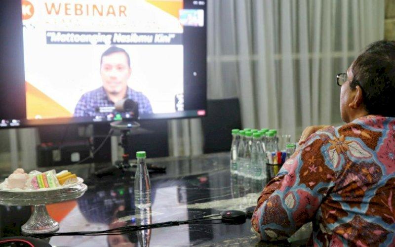 WEBINAR. Wali Kota Makassar, Moh Ramdhan Pomanto, mengikuti webinar kemasyarakatan dengan tema 'Mattoanging Nasibmu Kini', Sabtu (20/3/2021). foto: humas pemkot makassar