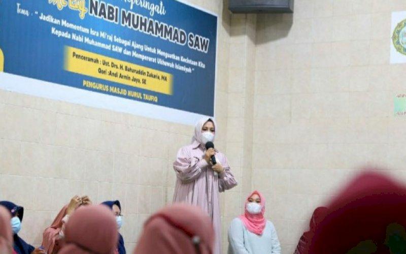 ISRA MIKRAJ. Wakil Wali Kota Makassar, Fatmawati Rusdi, menghadiri perayaan Isra Mikraj Nabi Muhammad SAW di Masjid Nurul Taufiq, Jl Sukamaju Raya, Kota Makassar, Sabtu (20/3/2021). foto: humas pemkot makassar