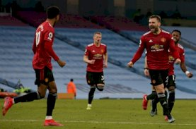 Derby Manchester: Man United Bungkam City