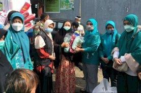 Naoemi Octarina Arahkan Kader PKK Salurkan Bantuan untuk Pengungsi Banjir Makassar